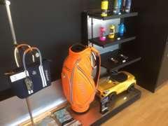 時計やバッグ、キーケース、モデルカー等などメルセデスのカーライフ、ライフスタイルを彩るMercedes-Benz Collection。