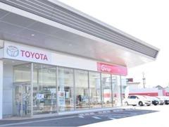 新車店舗Y-town店に併設される、中古車Garage山室店。広い展示場には、随時厳選された在庫車が並びます。