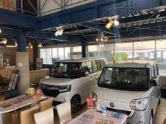 店内にも車両が展示されております。ここで利用イメージを描いて下さい。