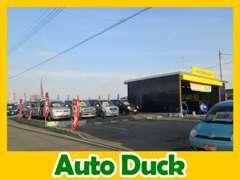 お客様専用駐車場は事務所建物裏、工場横にございます。選べる在庫車80台!総額料金表示で全車保証付!