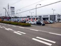 当社は幅広いラインナップを取り揃えております!!得意のセダンはラグジュアリーな国産車から欧州車まで幅広くご用意!