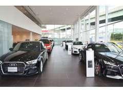 展示台数8台のショールームで皆様をお待ちしております。Audiの魅力を知り尽くしたスタッフが皆様のお車選びをサポート致します