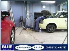 自社工場で車検や点検整備、部品やナビなどの取付物も承ります。