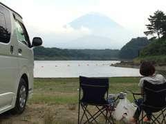 車中泊&温泉めぐりを趣味とするハイエース好きのスタッフが、カーライフをトータルサポートさせていただきます!
