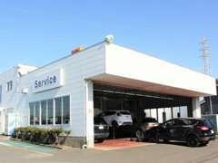 当店のサービス工場です。国の認可を受けた指定工場ですので車検整備も安心です。フォードプロの整備士がお待ちしております。