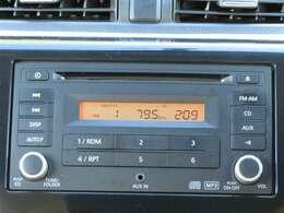 純正CDデッキ付きです。音楽を楽しみながらのドライブ、いいですね♪ナビの取り付けもお気軽にご相談ください。