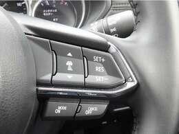 ステアリング右側にはレーダークルーズの各種設定スイッチが並んでいます。前走車との車間距離の設定、設定速度の加減速、レーダークルーズのメインスイッチとなります。