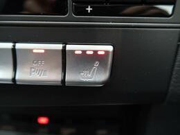 ●黒本革シート/全席シートヒーター(オプション装備):高級感あふれるレザーシートに、前席・後席にシートヒーターを搭載しております。