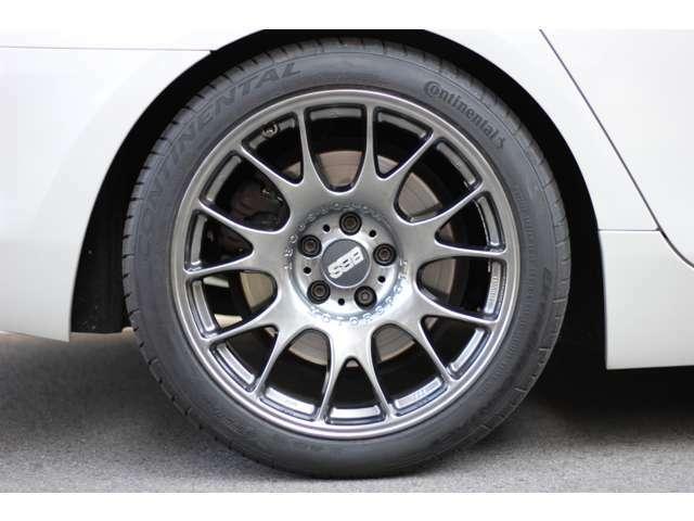 19インチBBSホイールとコンチネンタル製タイヤ(新品)を去年の10月に装着させました。