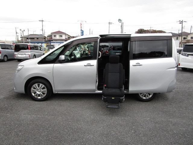 ブリリアントシルバーM アンシャンテ セカンドスライドアップシート車で、車両消費税非課税車です。