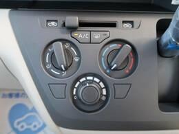 マニュアルエアコンなのでダイヤル式で操作も簡単です!