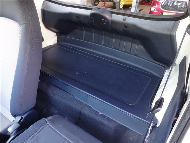 その助手席シートの後ろ。ちょっとしたスペースです。