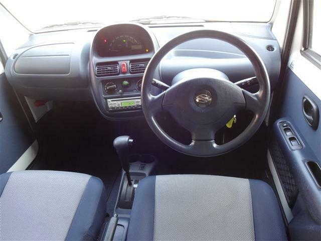 ドライバーズビュー!メーターを中央に配置してワクワク感満載。