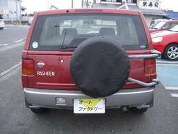 黒色のスペアタイヤカバーを取り付けました