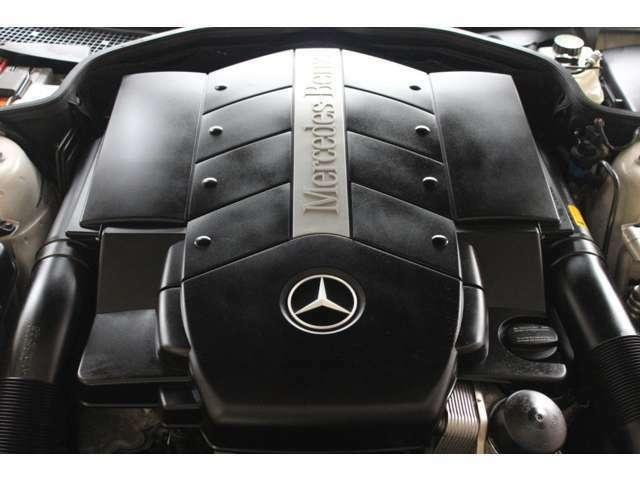 エンジンはV8-5.0Lです。走行距離は僅か35000キロメートルです。全国フリーダイヤル0066-9711-094846までお気軽にお問い合わせくださいませ。