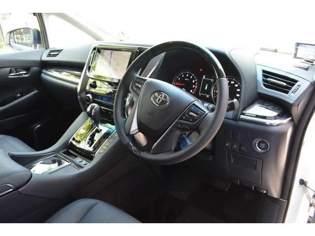 ■インテリジェントクリアランスソナーや高性能なレーダークルーズコントロールが標準装備されていますので、初心者の方やロングドライブも楽々です。