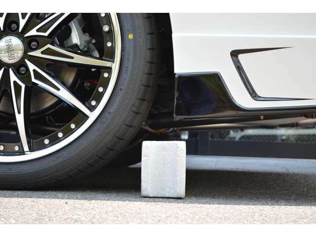 ■バックからの駐車もご安心を■当社販売車両は、一般的な車輪止めの高さ(13cm)以上のクリアランスを確保してます!(※一部車種・車高調装着車は除く)立駐のスロープも問題なく利用出来ますのでご安心を!