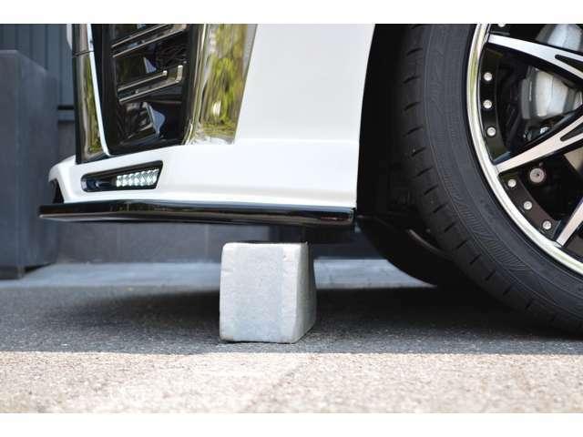 ■タイヤ止めも安心。■当社販売車両は、一般的な車輪止めの高さ(13cm)以上のクリアランスを確保してます!(※一部車種・車高調装着車は除く)立駐のスロープも問題なく利用出来ますのでご安心を!