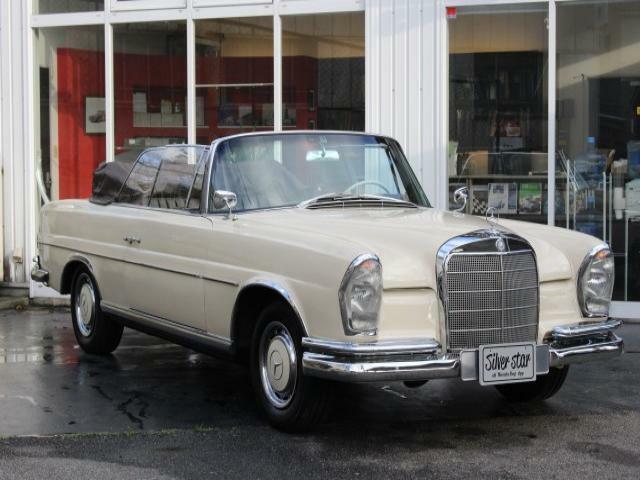 1963年式W111 220SEカブリオレ カブリオレ こちらの車は全塗装、内装張り替、幌張り替え、再メッキ、エンジン整備等を行い納車致します。オーナー様のお好みに仕上げて下さいませ!