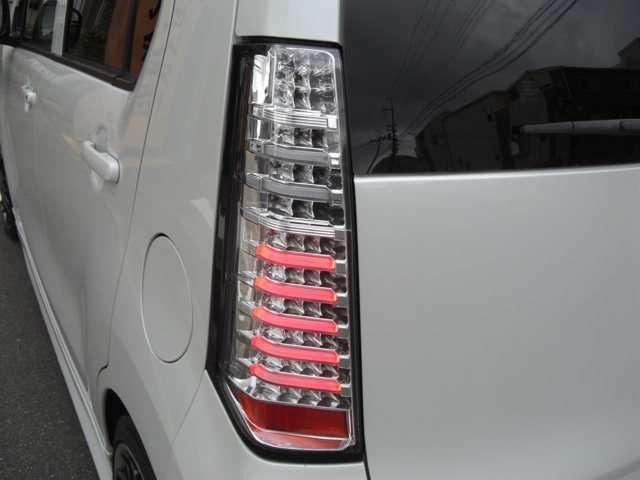 ヴァレーンティン製LEDクリアーテールです。