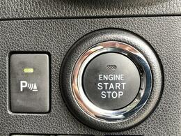 【障害物センサー】【スマートキー&プッシュスタート】 鍵を挿さずにポケットに入れたまま鍵の開閉、エンジンの始動まで行えます。