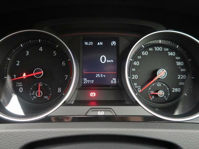 メーターパネル内のディスプレイに、トリップコンピュータやオートチェックシステム等の情報を表示。平均時速や外気温、各種警告灯が確認できる他、平均燃費などを表示するエコドライブアシスト機能を備えています。