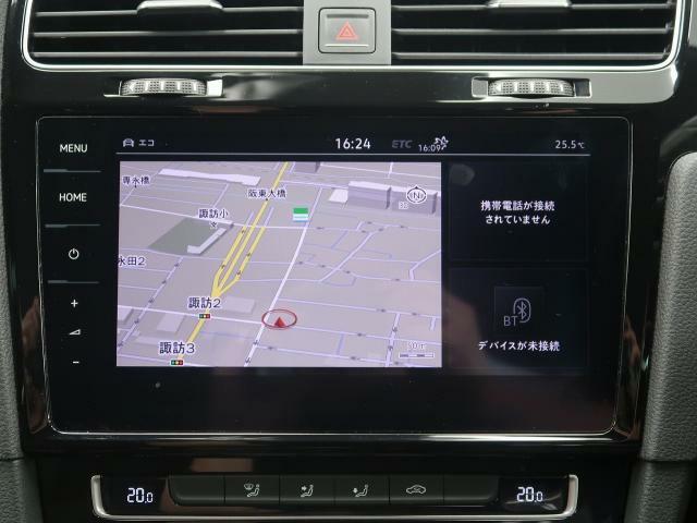タッチスクリーンを採用。従来のナビゲーションシステムの域を超える、車両を総合的に管理するインフォテイメントシステムです。