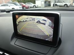 車庫入れの際にモニターで後方を確認が出来るので安心ですね
