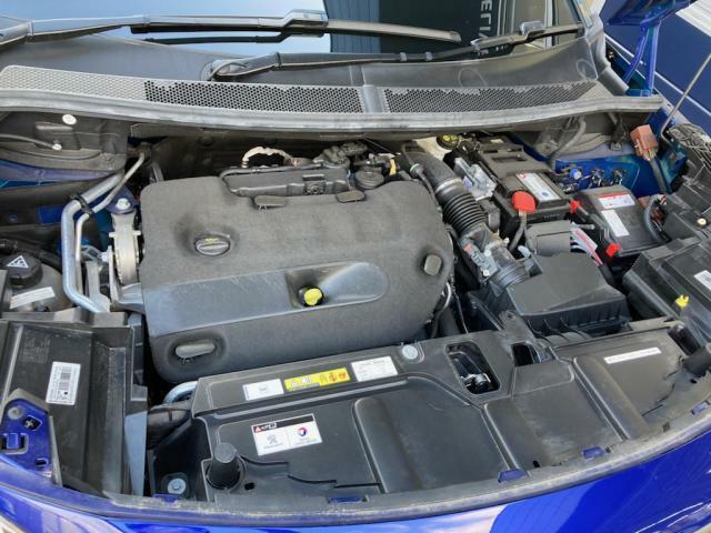 パワーと優れた燃費性能を併せ持つ 2.0L BlueHDiディゼルターボエンジン アイドリングストップ装備