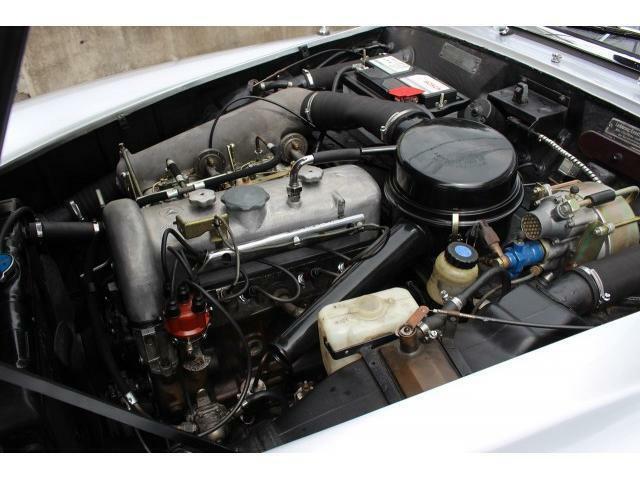 弊社にて整備済のエンジンです。発電系はジェネレーターからオルタネーターに改良しました