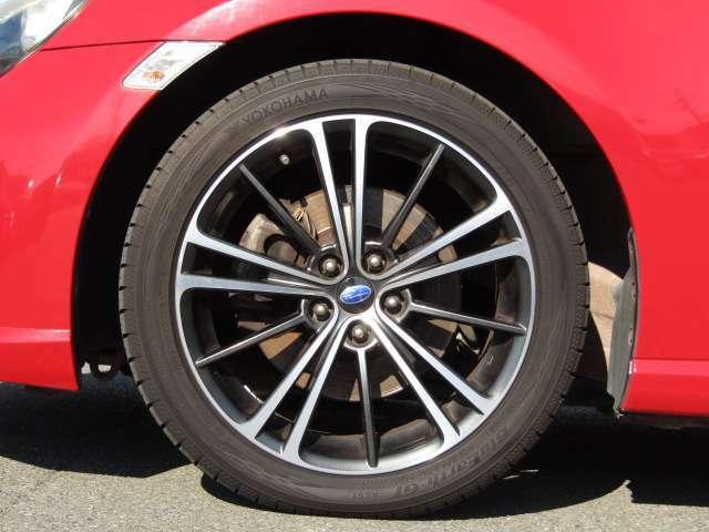 純正アルミホイール  タイヤサイズ215/45R17 タイヤ溝もまだまだあります。