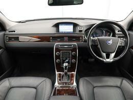 2014年モデル!V70 T4 SE 入庫しました!ワンオーナー!黒本革!大容量ラゲッジスペース!シートヒーターやベンチレーションなど上級グレードならではの装備が充実!内外装ともに良好の一台!