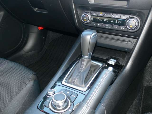 MTモード付です!MT感覚でシフトチェンジできます。MT車が少なくなってきた現在に面白さを取り入れた装備です。走る歓びを!