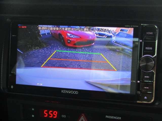 【バックカメラ付き!】バックする際も、バックモニターで確認しながらバックできますのでもう安心です。ギリギリ駐車も可能ですよ♪   ※メールやLINEでのお問合せも可能ですのでお気軽にお問い合わせください。