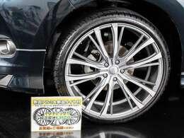 新品22インチホイール&新品タイヤ装着車!ホイールデザインの換装可能です!スタッフまでお尋ね下さい!