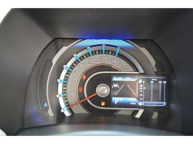 全方位モニター付メモリーナビゲーションとマルチインフォメーションディスプレイとの連携で、交差点に関する情報の表示が可能に、スズキセーフティサポートの警告表示などもカラー液晶に表示されます。
