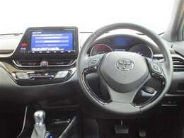 ●前方視界● 低重心による車両安定性を確保しつつ、アイポイントを高く設定♪見通しが良く、先読みしやすい効率的な走りが可能に(^^)