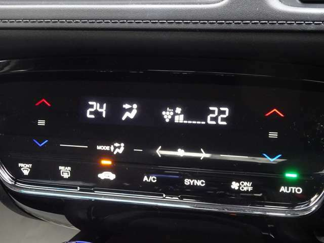 プラズマクラスターの空気清浄機能付きのエアコンです。運転席助手席とリヤで別々の温度設定が可能です。