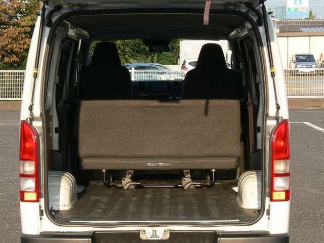 広いラゲッジスペースは、お仕事の道具を積み込んだり、大事な荷物を積み込むのにぴったり。