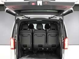 初度登録から、3年以内の車両はメルセデスケアを継承致しますので、保証修理だけでなく、定期的なメンテナンスも同様に正規ディーラーでお受けいただけます。
