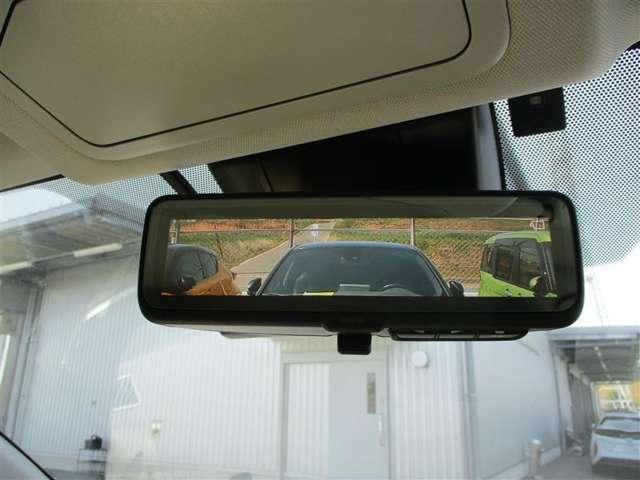 【デジタルインナーミラー】鏡ではなく液晶ディスプレイを内蔵。車体後部に備えたカメラで撮影した映像を液晶ディスプレイに映す仕掛けです後席に乗っている人も、荷室へ積んだ荷物も一切映りません
