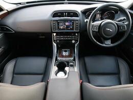 JAGUARの『XE』を認定中古車でご紹介!1オーナーの車両で、車両状態は申し分ない一台となっております。アダプティブクルーズや上質な黒革シート、シートヒーター、MERIDIAN等を装備♪