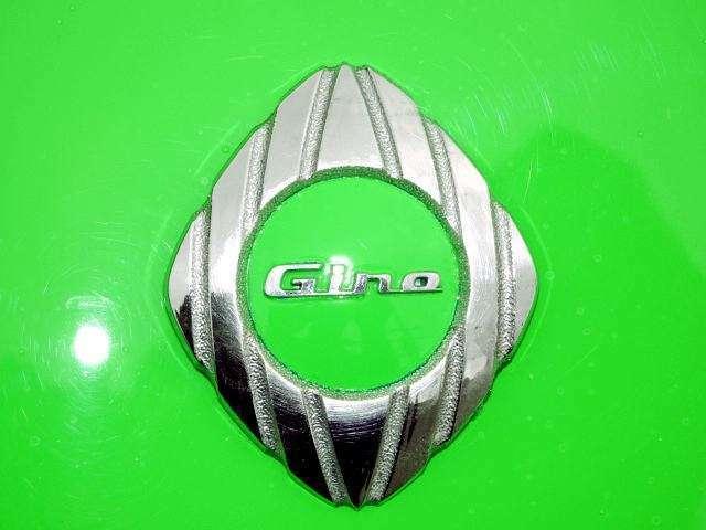 シーノSのエンブレムもエイリアングリーン塗装済みです!