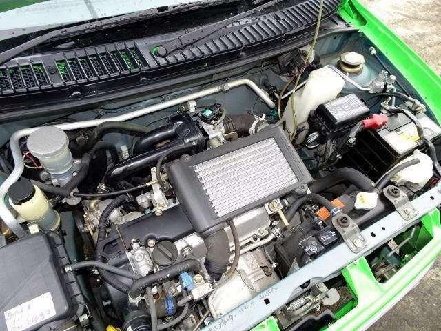 インタークーラーターボエンジン!エンジンルームも綺麗です♪