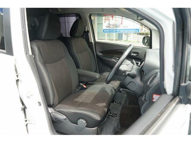 運転席にはシートリフターを装備☆ドライバーが一番運転しやすいシートポジションに調整が可能です☆シートコンデション良好です☆