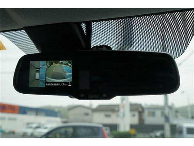 ディスプレイ付ルームミラー☆モニターで4つのトップビュー・フロントビュー・サイドブラインドビュー・バックビューを切り替えることで、狭い場所での駐車でも周囲が映像で確認できます☆