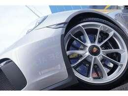 ポルシェセラミックコンポジットブレーキ(PCCB)搭載 プラチナサテン鍛造20インチセンターロックホイール タイヤ ミシュランパイロットスポーツカップ2 F245/35-20 R305/30-20