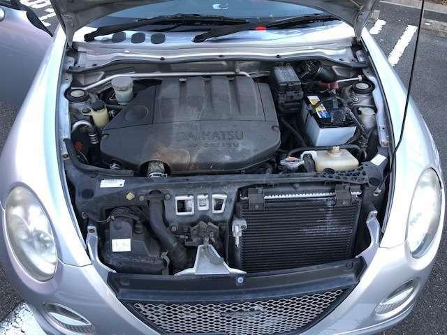 エンジンは車の心臓部分です。このエンジンルームが汚いとトラブルの基になります。
