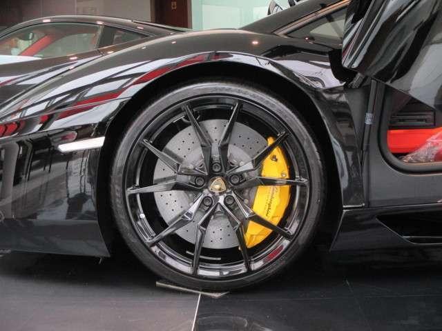 オプション:イエローブレーキキャリパー カーボンセラミックブレーキ タイヤプレッシャーモニタリングシステム