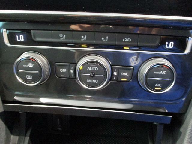 2ゾーンフルオートエアコンを装備。運転席と助手席、それぞれ独立して温度の設定ができます。